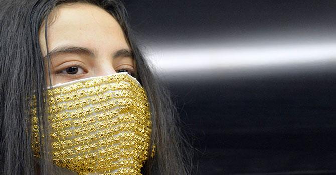 Gelinler için altın işlemeli maske yaptılar