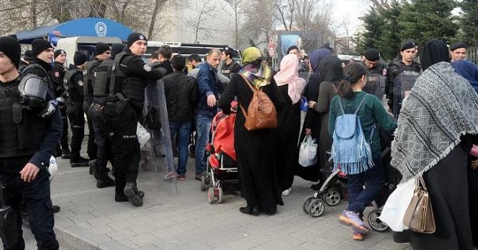 2 kişinin gözaltına alınmasını protesto eden 200 kişi gözaltına alındı