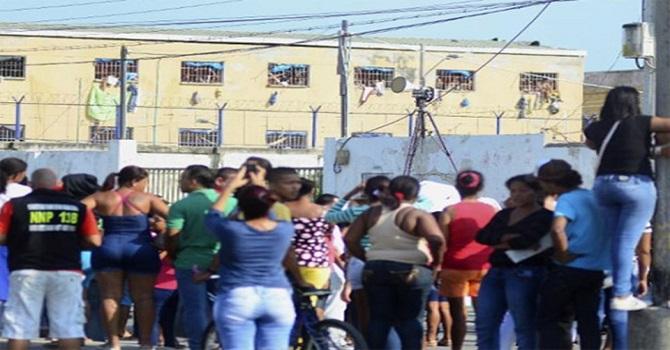 Cezaevinde isyan: Kontrol mahkumlara geçti, en az 10 ölü var