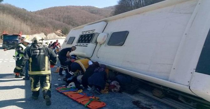 Sendikacıları taşıyan otobüs devrildi: 7 ölü 30 yaralı