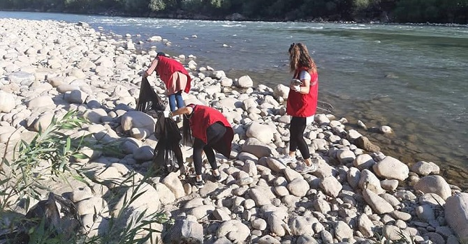 Çukurca'da Zap suyu kenarında çevre temizliği