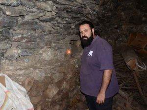 Hakkari'deki kilisede 105 yıl sonra mum yakılıp dua edildi