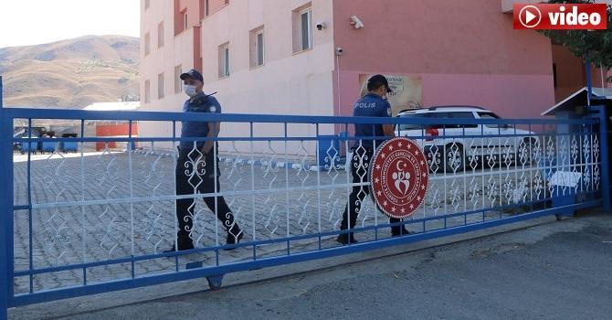 Hakkari'de kurallara uymayan 18 kişi yurtlara yerleştirildi