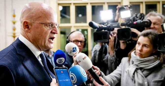 Hollandalı bakana 390 euroluk korona cezası