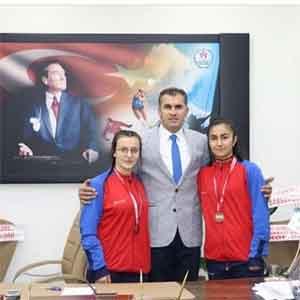 Hakkari'de 2 güreşçi Milli Takım kampına çağrıldı
