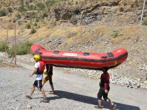 Çukurca'da rafting şampiyonası hazırlığı