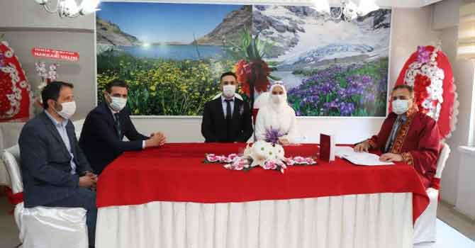 Vali Akbıyık, Yoldaş çiftinin nikahını kıydı