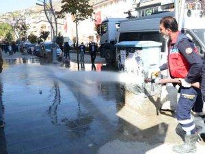 Hakkari Belediyesi cadde ve sokakları yıkıyor!