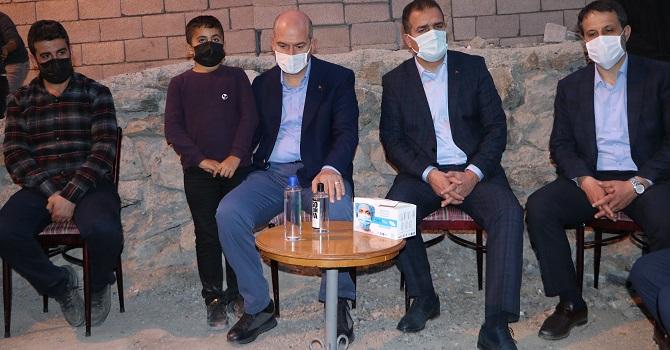 Bakan Soylu, Hakkari'de Şehit Aileleri Ziyaret etti