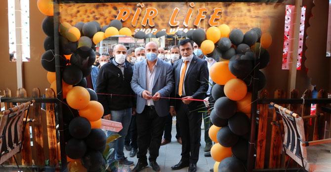 Hakkari'de Pir Life Cafe shop & vitamin hizmete açıldı