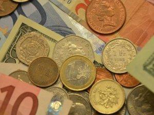 Dolar 3.77, euro 4 TL'yi gördü