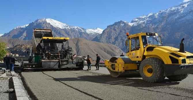 Hakkari'de asfalt çalışmalarına hız verildi