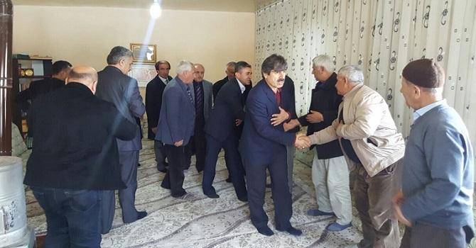 AK Parti heyeti Yüksekova'da köyleri gezdi