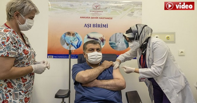 Sağlık Bakanı Koca, koronavirüs aşısı oldu