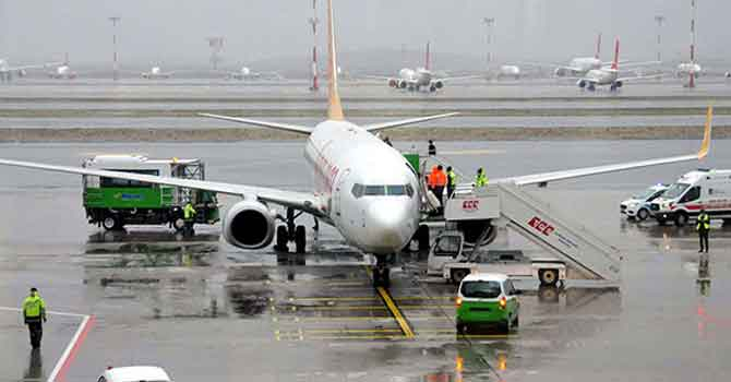 Yolcu bilinç kaybı yaşadı, uçak acil iniş yaptı