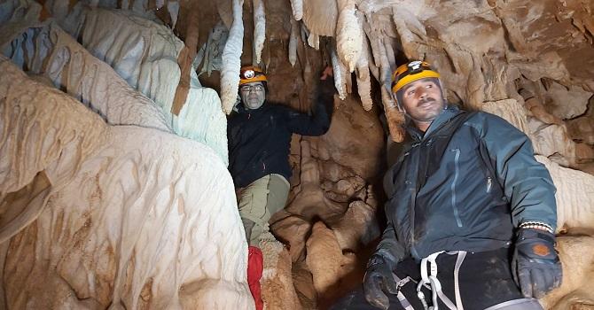 Hakkari'de keşfedilen mağara büyük ilgi görüyor