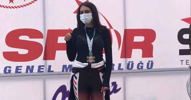 Hakkarili Büşra Ertunç kayakta ikinci oldu