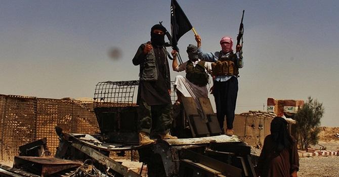 IŞİD militanları Deyr ez-Zor'da hava üssünü kuşattı