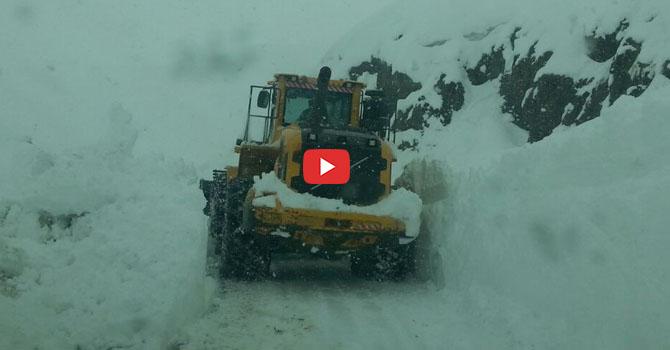 Hakkari'de Kardan kapanan yolları Özel İdare açıyor