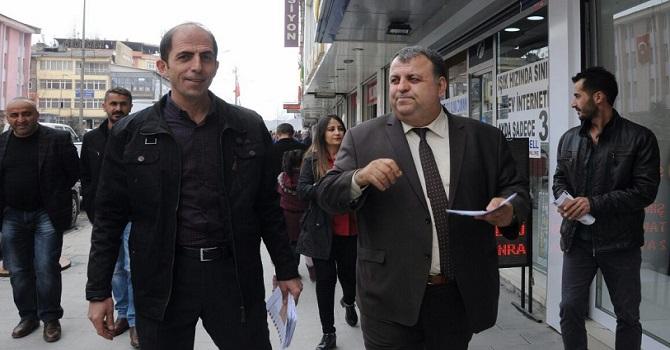 CHP Hakkari'de  'Hayır' bröşürleri dağıttı