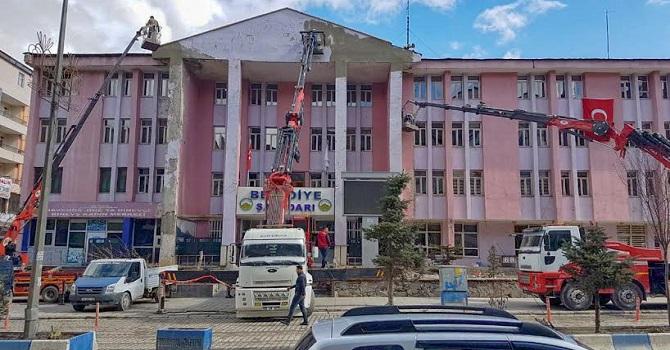 Hakkari Belediyesi dış cephe onarımına başladı