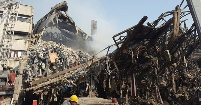 Yanan 17 katlı bina çöktü: 30 itfaiyeci hayatını kaybetti