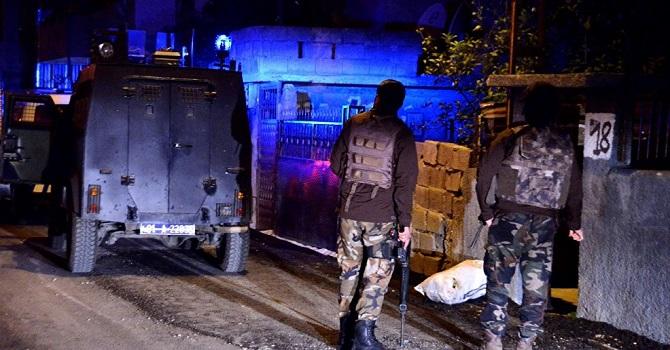 Eş zamanlı operasyonlarda, 42 kişi gözaltına alındı