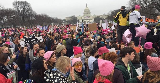Binlerce kadın Trump'a direniyor