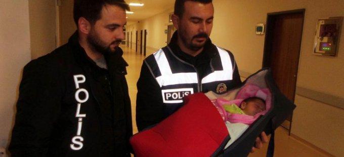Van'da şüpheli paketten bebek çıktı