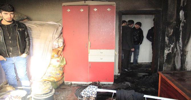 Hakkari'de korkutan yangın bir ev kül oldu