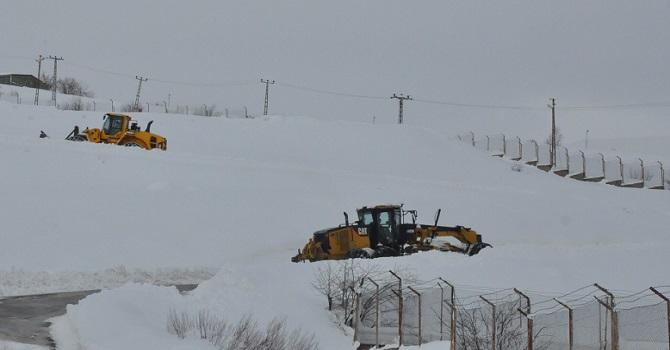 Hakkari'de 98 köy, 217 mezra yolu kapandı!