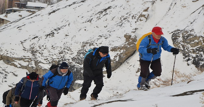 Hakkari'nin kış turizmine dikkat çekmek için tırmandılar
