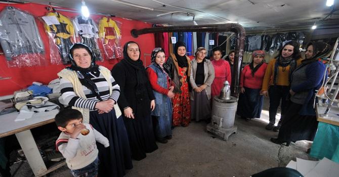Yüksekova'da Bir makine ile tekstil atölyesi kurdular