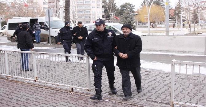 Yurt dışına kaçmaya çalışan 10 kişi Hakkari'ye geri getirildi!