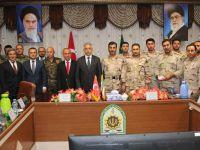 Vali Toprak İran'da sınır toplantısına katıldı