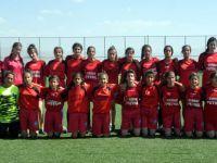 Yüksekova'da ilk kadın futbol takımı