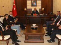 Hakkari Barosu'nun yeni yönetimi Vali Toprak'ı ziyaret etti