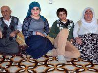 Yüksekova'da komşularının verdiği yardımlarla hayata tutunuyorlar
