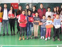 Hakkari'de 20 öğrenciye karne hediyesi