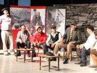 """Hakkari'de """"Asfalt 30"""" adlı tiyatro oyunu sahnelendi"""