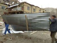 Hakkari'de fırtına çatıları uçurdu: 1 kişi yaralandı