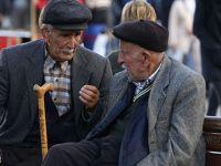 Türkiye'de yaşlılar emekli maaşıyla geçinemiyor
