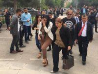 Öğretmen Ayşe Çelik 6 aylık kızı ile cezaevine girdi