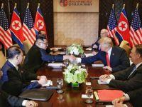Trump ve Kim tarihi zirvede el sıkıştı