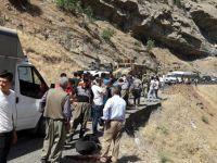 Gözaltıları karakola götüren zırhlı araç şarampole yuvarlandı: 1 ölü 12 yaralı