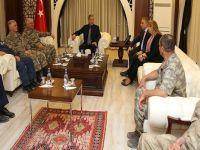 Milli Savunma Bakanı Akar ve Genelkurmay Başkanı Güler, Hakkari'de ziyaretlerde bulundu