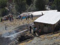 Hakkari'de korkutan yangın: İki ev hasar gördü!