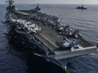 ABD helikopteri uçak gemisi pistine düştü