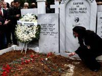 Ara Güler, fotoğraflar ve karanfillerle uğurlandı