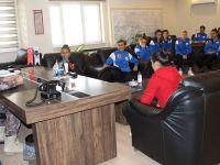 Hakkari Özel Harekat Polisinden Kadın Futbolculara Destek
